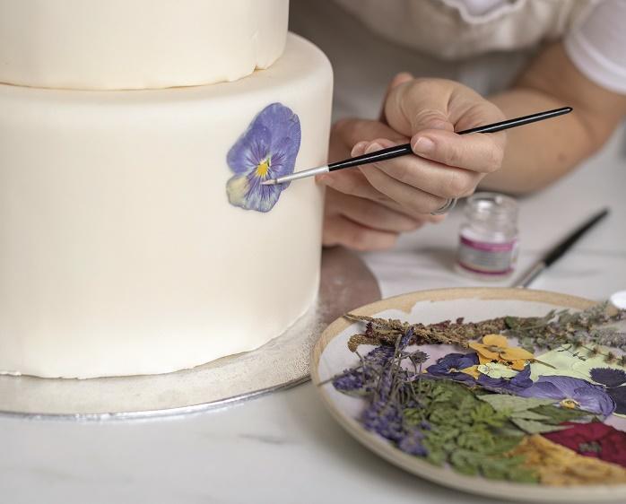 Wildflower Wedding Cake Tutorial, attaching the flowers 1