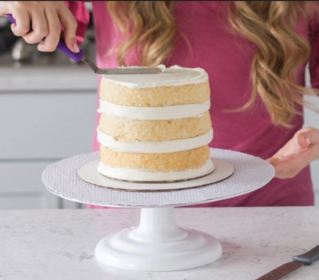 how to buttercream a cake tutorial pic 14