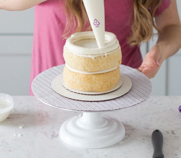 newbie cake decorating tutorial step 10