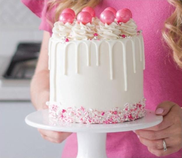 Cake Decorating Tutorials for Beginners on Cake-Geek.com by Mandy Merriman