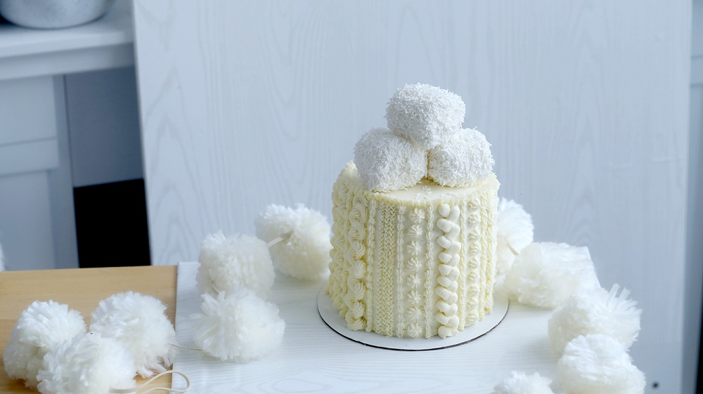 Buttercream cable knit cake tutorial on Cake-Geek.com by Cayla Gallagher from Reindeer Food by Cayla Gallagher