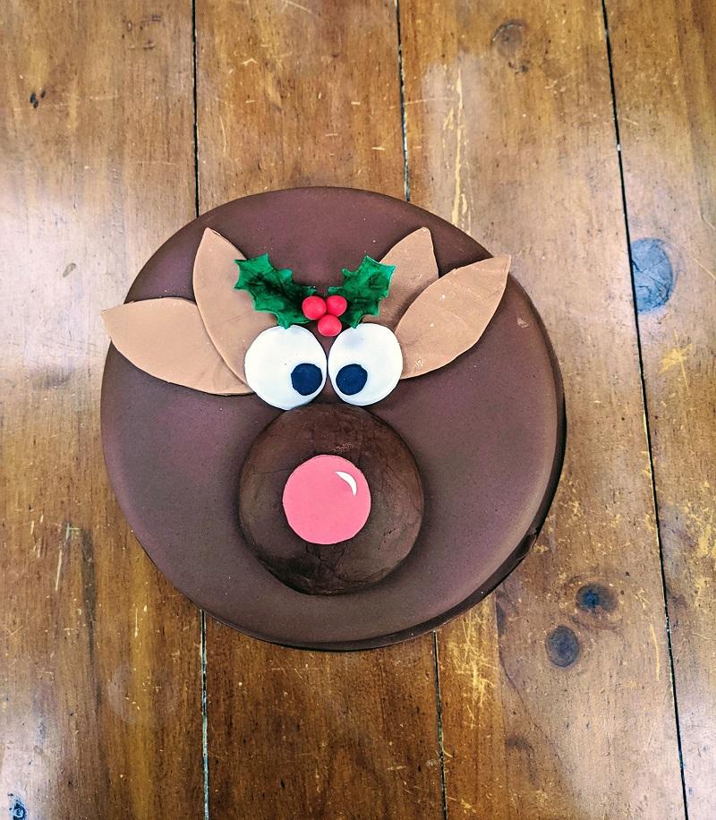 Quick & Easy Christmas Cake Decoration Tutorial on Cake-Geek.com