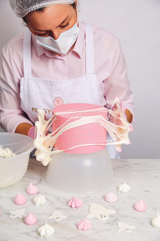 Marshmallow cobwebs cake tutorial by Peggy Porschen on Cake-Geek.com (2)